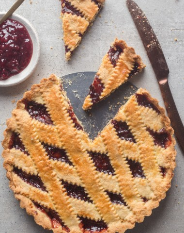 crostata with 2 slices cut