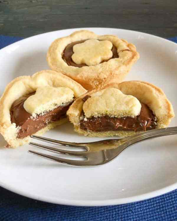 Crostatine con Nutella (tarts with nutella)