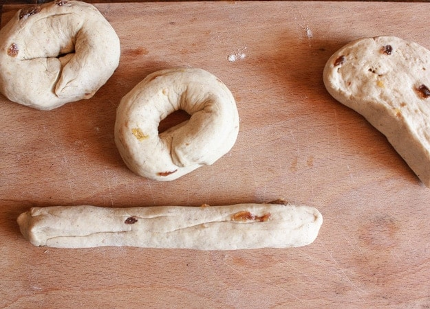 Homemade Cinnamon raisin Bagels, an easy delicious bagel recipe. The perfect breakfast, snack or anytime food/anitalianinmykitchen.com
