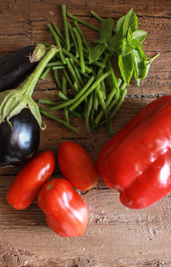 5 Summer Veggies to Freeze, the best veggies of summer to freeze for soups, stews, sauces and appetizers. Easy, fast and perfect for winter.