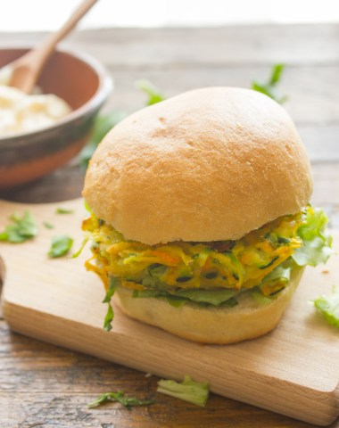 Fast, easy and Healthy Baked Homemade Veggie Burger. A delicious lunch or dinner recipe idea. Zucchini, Carrot & Potato combination.