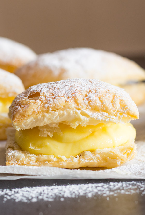 A delicious Italian Pastry Cream filled Puff Pastry Square, Sporcamuss, a traditional recipe from Southern Italy, fast easy and so good.