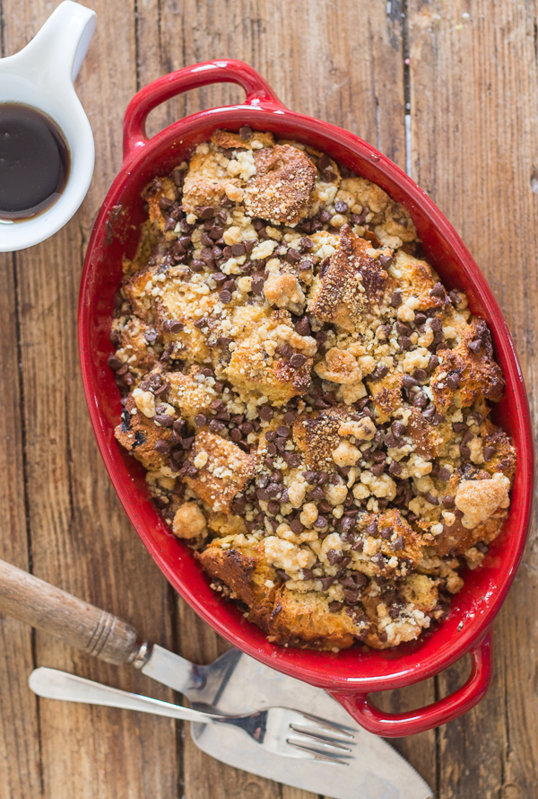 Easy Panettone French Toast Casserole a quick and easy breakfast bake, maple syrup, cinnamon, brown sugar & a crunchy chocolate chip topping.