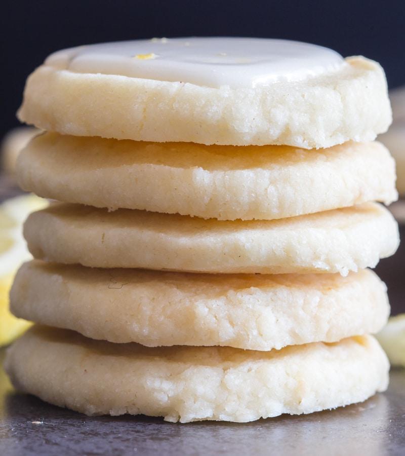 lemon cookies 5 cookies stacked on each other