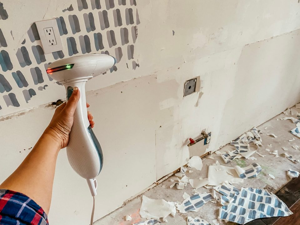 Removing the wallpaper with a little heat