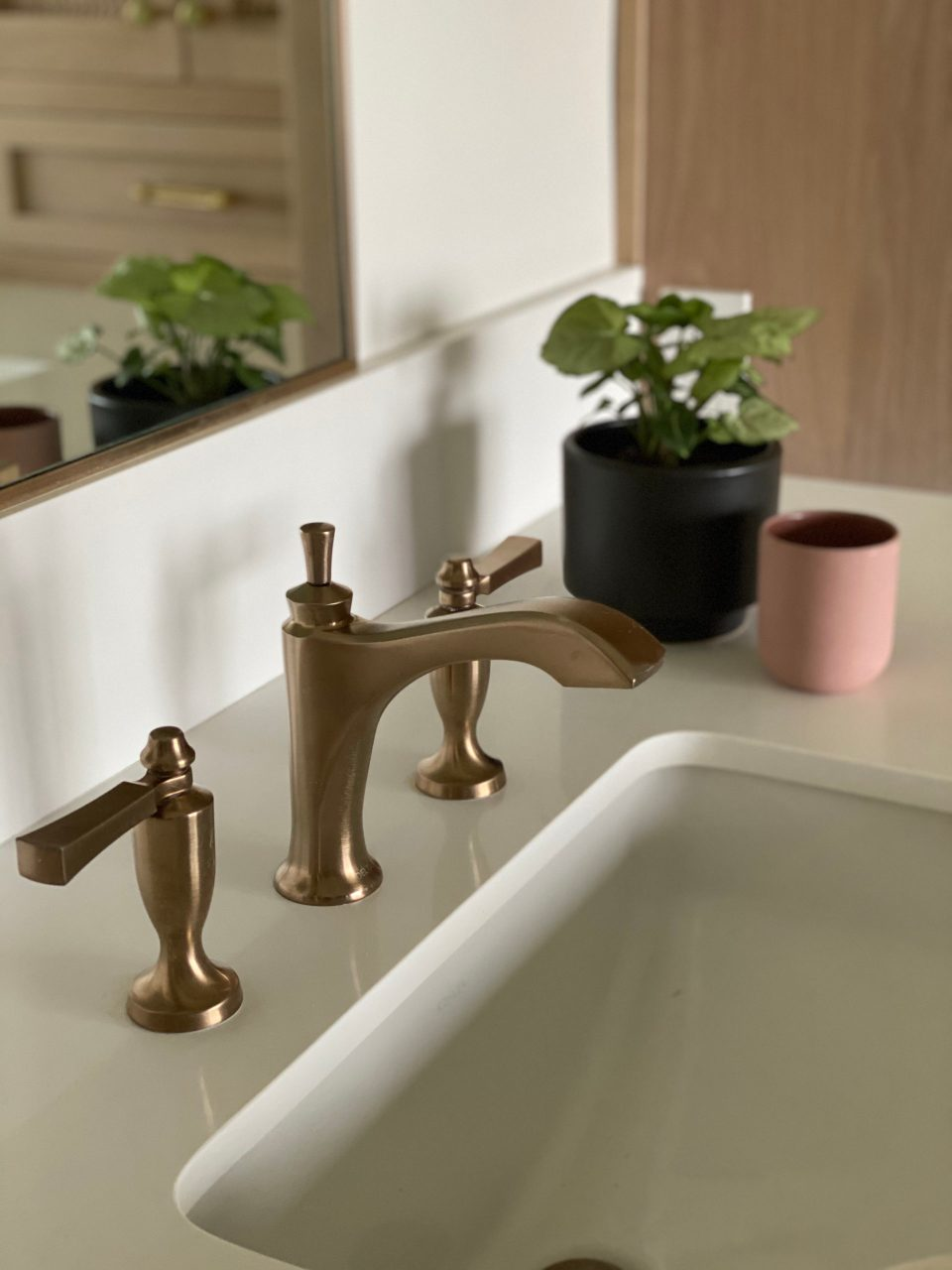 The Dorval faucet with lever handles, up close