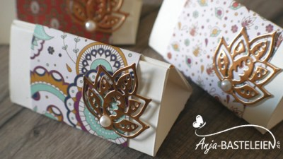 Dreieckbox mit Paisleys & Posies