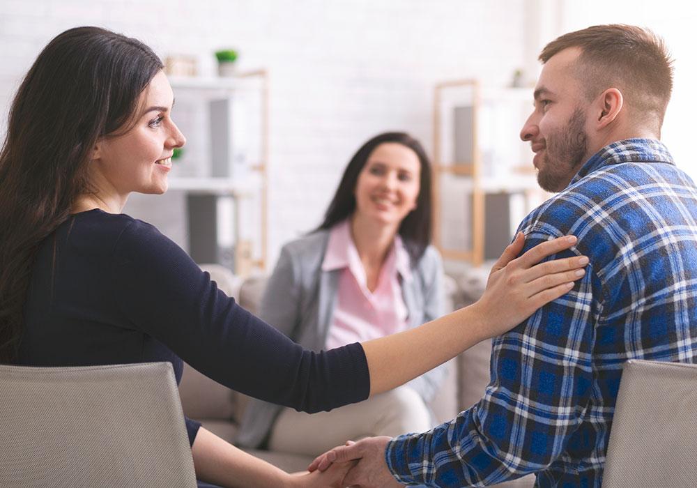 Billede af glad mennesker i terapi