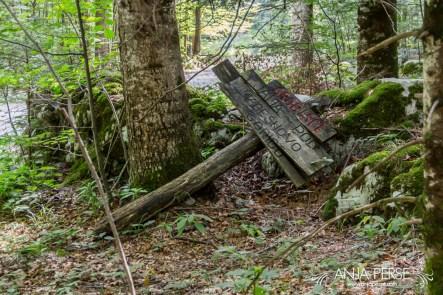 Jama pod macesnovo gorico