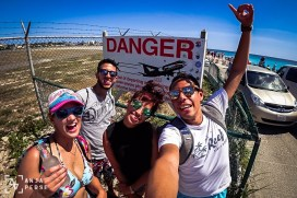 Yes, we're the risk takers, we don't care about the danger signs! Maho Beach, you're awesome! =D
