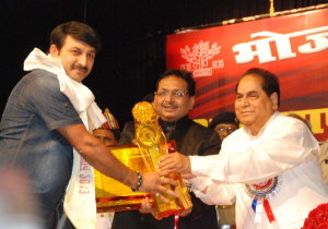 ManojTiwari-awarded-at-Patna