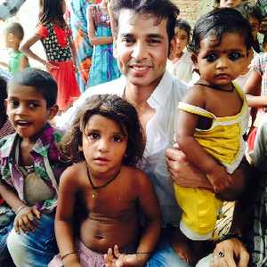 Sudeep-with-orphans