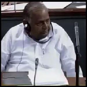MulayamSingh-listensYogiAdityaNath