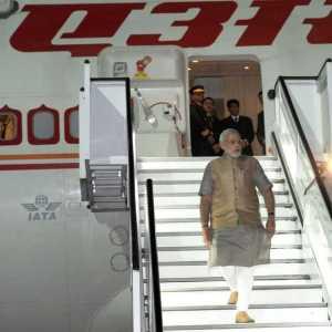 अमेरिका का रास्ता में फ्रेंकफर्ट अंतर्राष्ट्रीय हवाई अड्डे पर पहुंचले प्रधानमंत्री नरेन्द्र मोदी