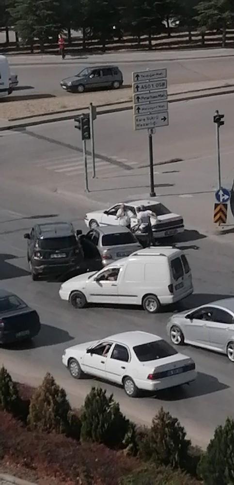 """Ankara'da """"yol vermedin"""" kavgası: 1 yaralı"""