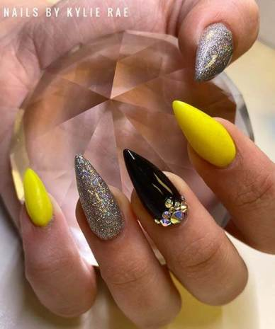 26+ Thanksgiving Nails With Neon Yellow Color To Try Now