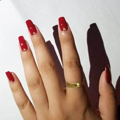 34+ Perfect Maroon Nail Art Designs For South African Women
