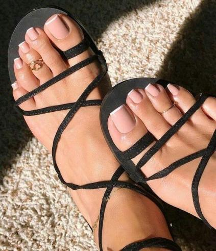 26+ Elegant French Toenails Ideas to Best Try at Home