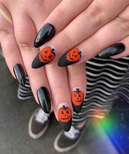Black Pretty Creepy Acrylic Halloween Nails