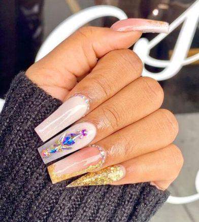23 Cute Foil Nail Art Designs 2021 to Wear Now