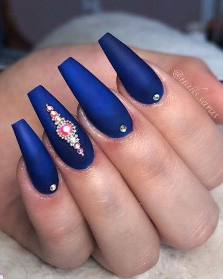 Dark blue velvet nails