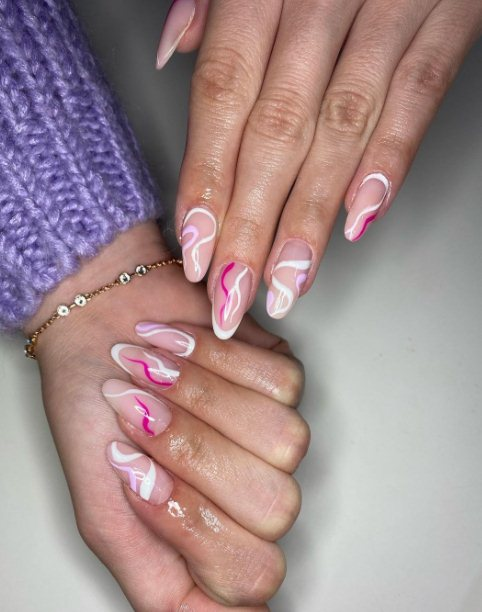 Long nails with almonds