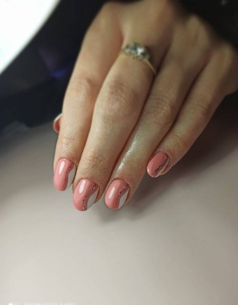 While summer provides plenty of opportunities to try your summer nail designs, a simple look is one of the biggest trends.