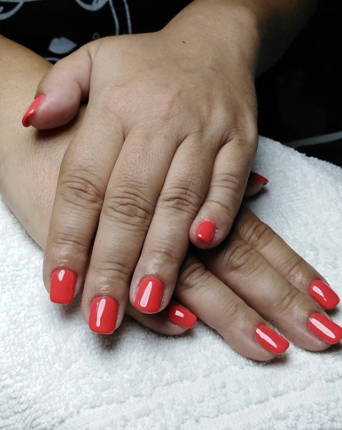 Matte red nails for summer