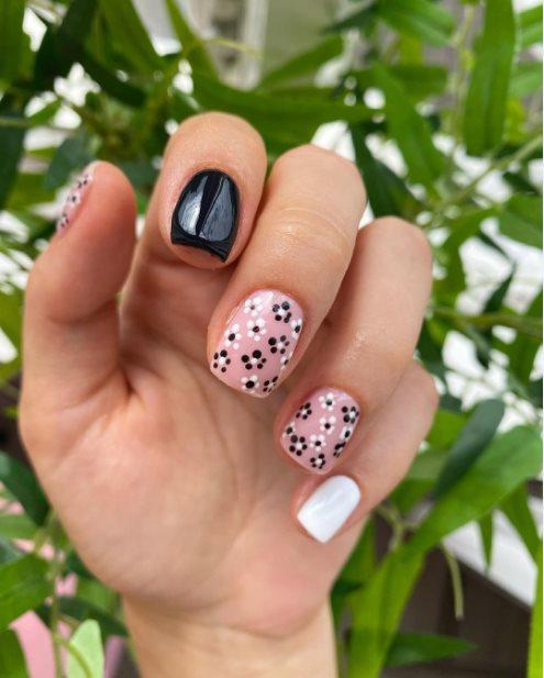 Monochrome Flower Design Nail Ideas