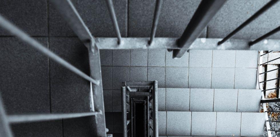Trappevask til borettslag og sameier fra Anker Renhold. Miljøvennlig vask av trappeoppganger og fellesarealer i boligbygg
