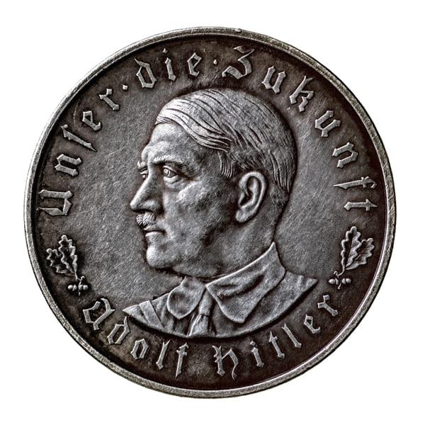 """Münze mit dem Bild von Adolf Hitler und dem Motto """"Unser die Zukunft Adolf Hitler"""""""