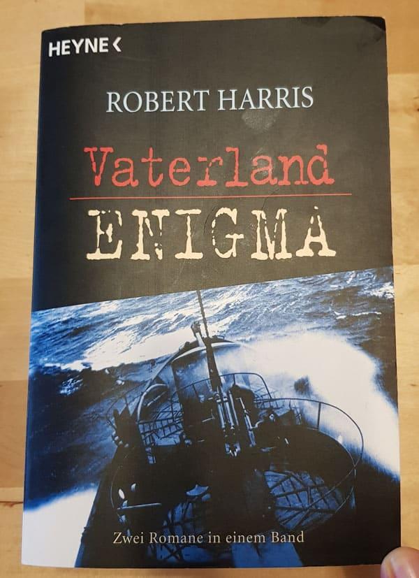 Buchcover von zwei Romanen von Robert Harris: Vaterland und Enigma