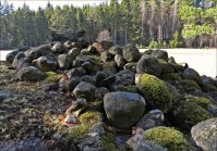 ... sten på hög ...
