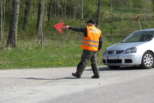 Parkeringsvakt med skyltpil...