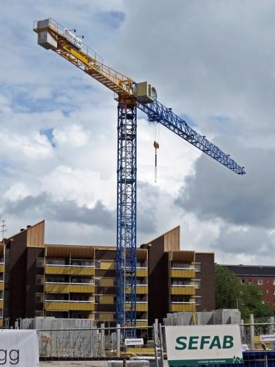 Lyftkran vid byggarbetsplatsen Nya Torget