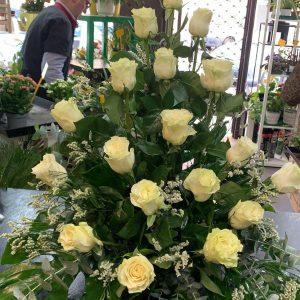 006 centro de rosas blancas
