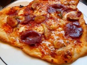 Delikatessen-Pizza mit..