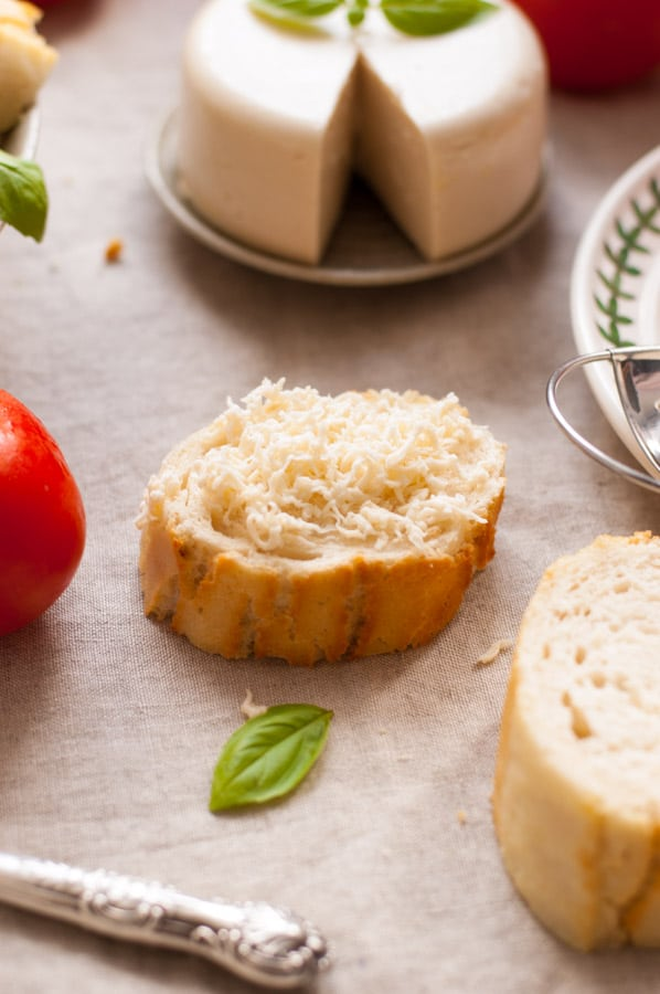 Vegan mozzarella cheese! Delicious, non- dairy alternative for all the cheese lovers. Super yummy and easy to follow recipe! | http://annabanana.co/