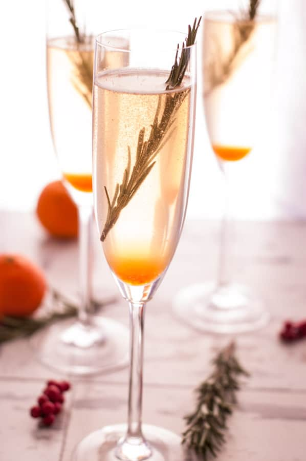 New Years Breeze Cocktail. Refreshing drink with Champagne or Prosecco, ideal for all toasts in New Year! | via @annabanana.co