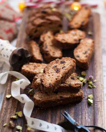 Vegan Biscotti with Cranberries and Amaretto. Simple snack, delicious with your favorite cuppa!