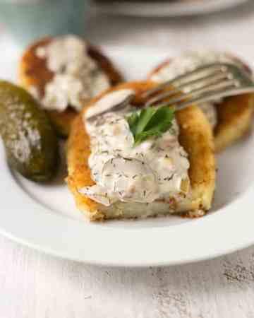 Potato cutlets with mushroom and dill sauce | via @annabanana.co