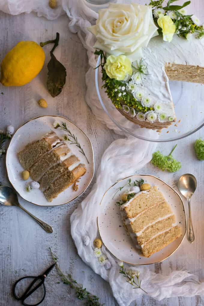 Vegan Lemon and Thyme Cake, great centerpiece for your Easter table! | via @annabanana.co