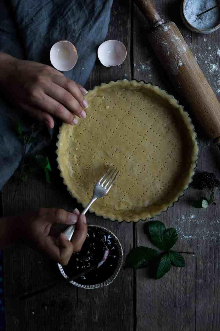 Blackberry jam tart with lattice pastry top | via @annabanana.co