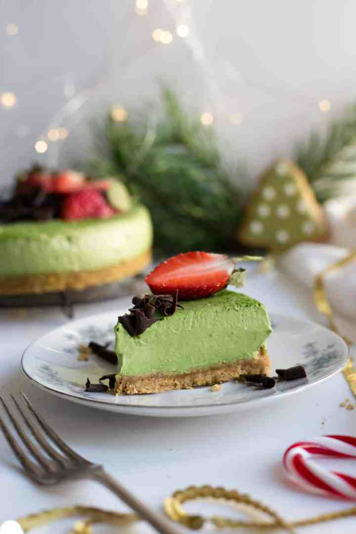 Super smooth and creamy matcha and ginger cheesecake! Easy and delicious cake, perfect centrepiece for your Christmas table! #vegan #matcha #christmas #cheesecake | via @annabanana.co