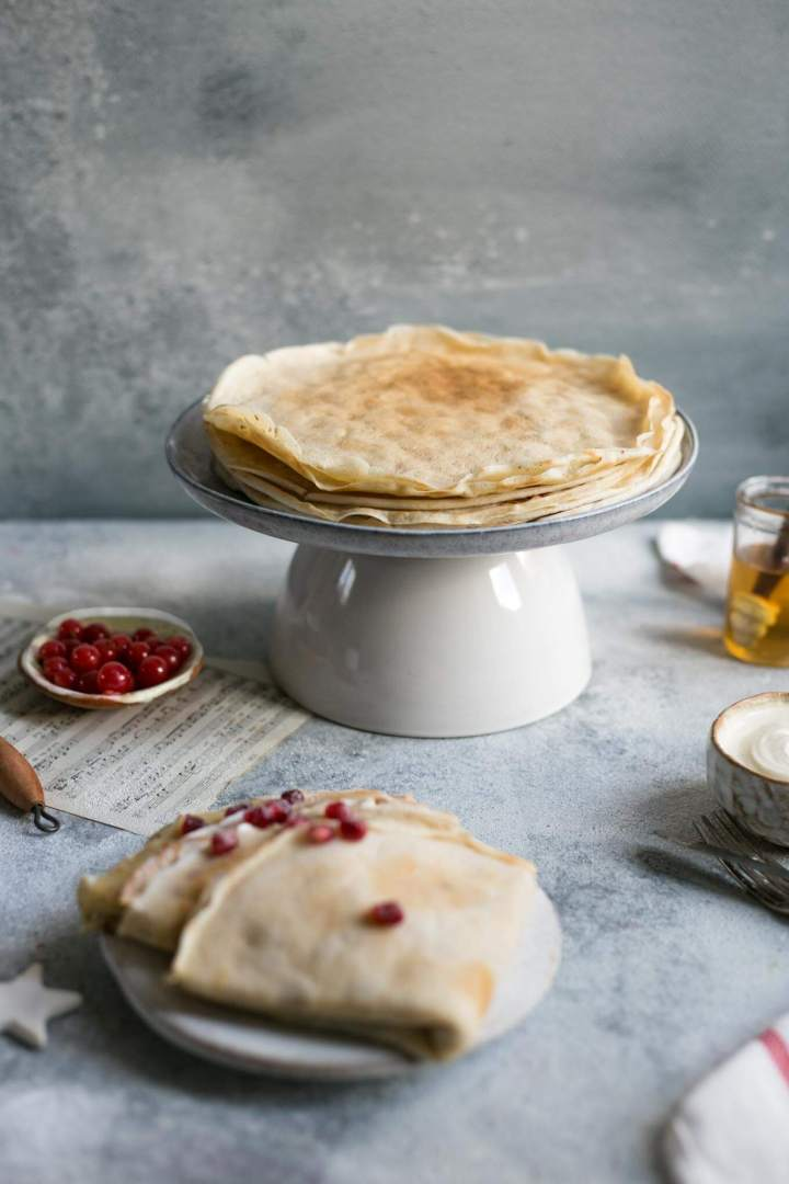 Delicious vegan french crepes recipe, perfect for breakfast or as a dessert #crepes #vegan #dairyfree | via @annabanana.co
