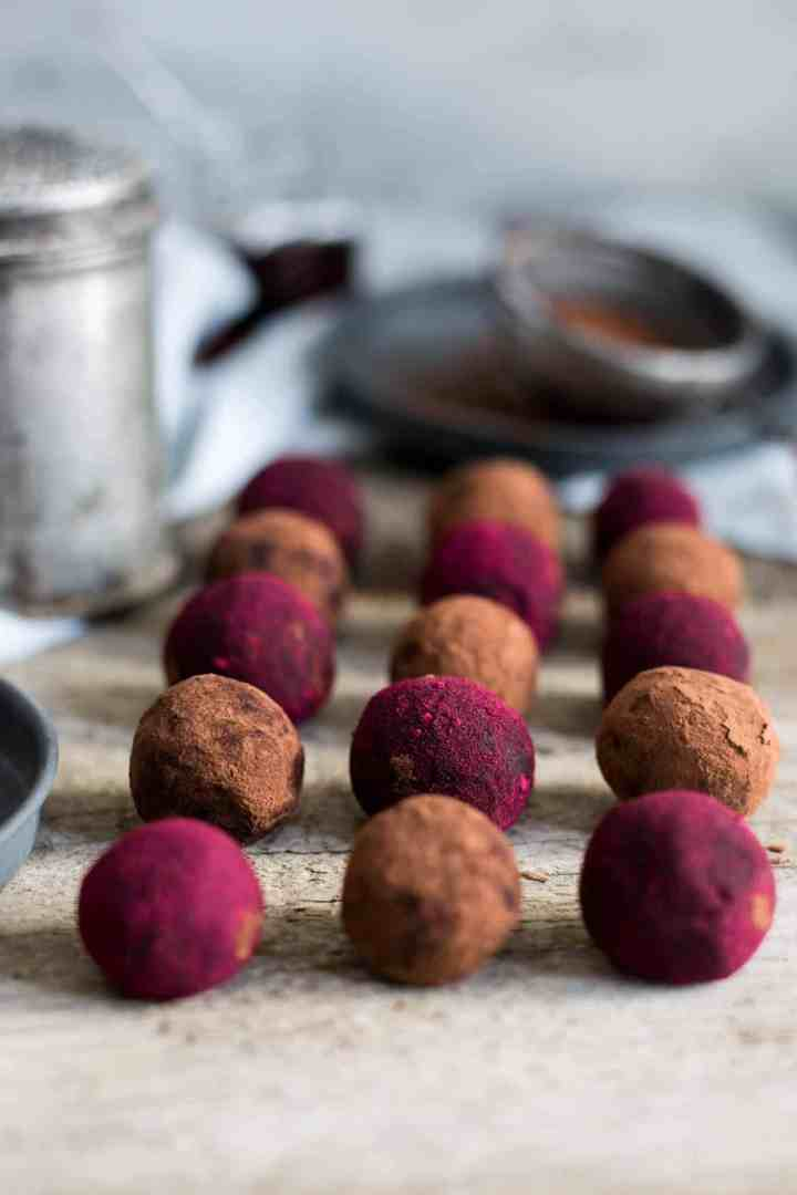 Chocolate and Peanut Butter Truffles #vegan #truffles #refinedsugarfree | via @annabanana.co