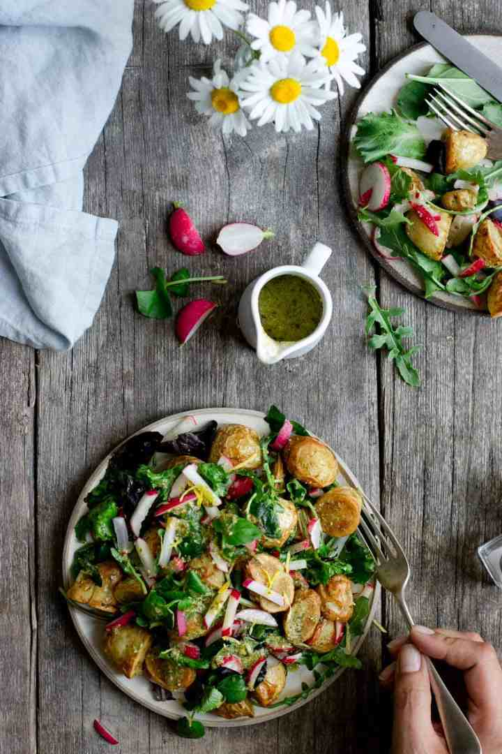 Quick and delicious roasted new potato salad with pesto #dairyfree #healthyrecipe #foodphotography | via @annabanana.co