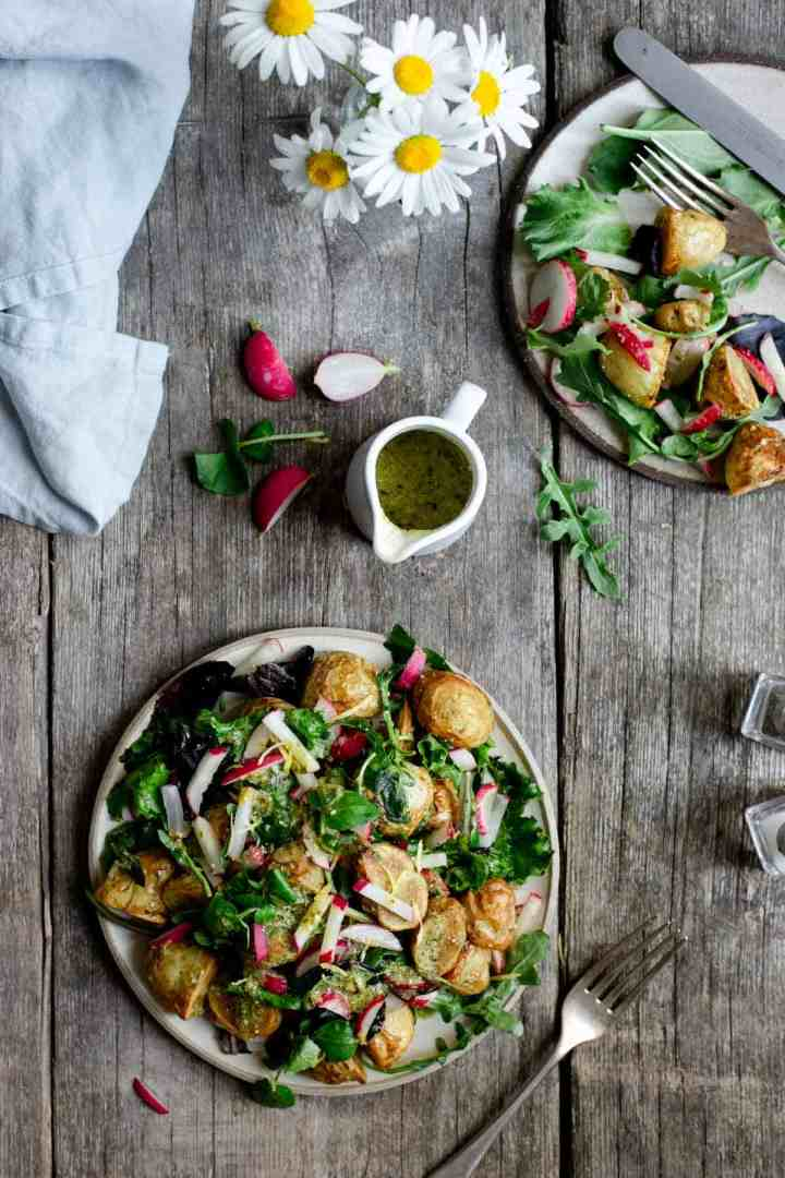 Roasted new potato salad, perfect summer lunch or dinner! #veganrecipe #healthymeal #newpotatosalad | via @annabanana.co