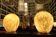 Greta and Anna posing at the Cinnamon Grand Hotel (Colombo(