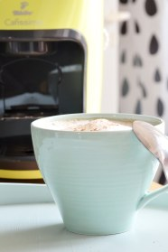 Tablett und Tasse in Mint
